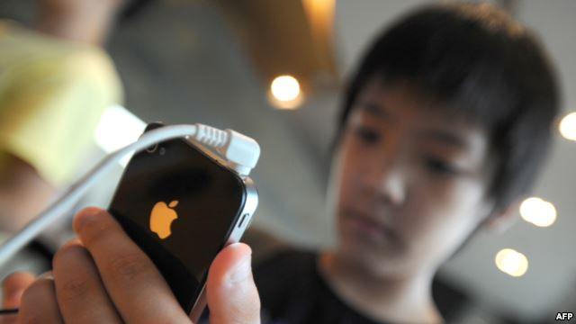 متى نمنح الأطفال هاتفهم الأول