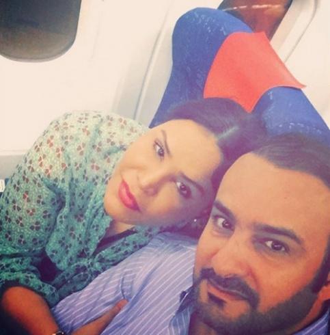 أحلام وزوجها غاية في الرومانسية على متن الطائرة
