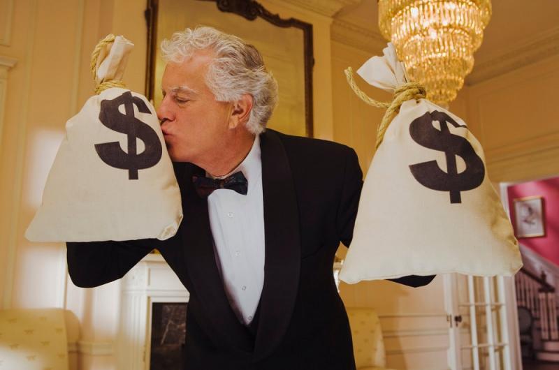 من منا لا يحلم بأن يصبح مليونيراً؟
