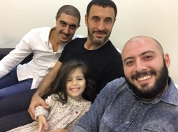 كاظم الساهر ينشر صورة أولاده وحفيدته