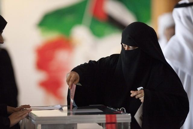 أكثر من ثلثي الإماراتيين «ممنوعون» من انتخابات «وطني 2015»