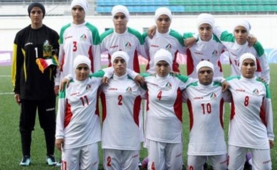 8 لاعبين ذكور في منتخب إيران للسيدات