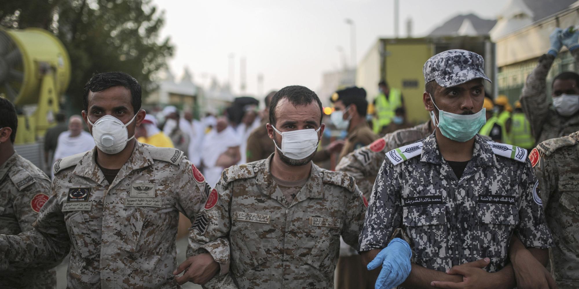 مسؤولون سعوديون أغلقوا الطرق فمات 717 حاجاً في منى