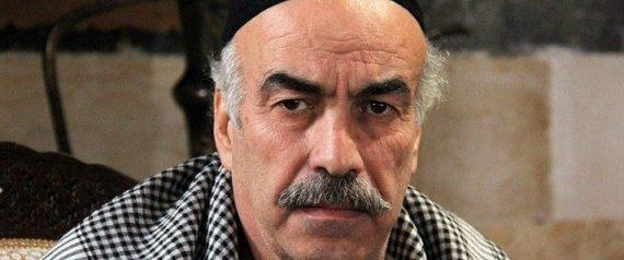 """تناقلت مواقع إخبارية سورية خبر وصول الممثل السوري علي كريم - المشهور بشخصية العقيد """"أبو النار"""" في مسلسل """"باب الحارة"""" -، إلى مدينة أزمير التركية"""