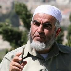 """قال الخطيب، في تصريح للأناضول """"إن هناك أطراف عربية رسمية، وأطراف أخرى فلسطينية (لم يذكرها)توافقت مع الاحتلال على التقسيم الزماني للمسجد الأقصى""""."""