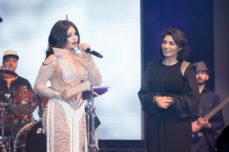 هيفا وهبي تحصد جائزة أفضل فنانة في الشرق الأوسط