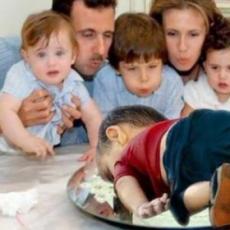 """""""كعكة"""" عيد ميلاد الأسد مخضبة بدماء 13 مليون ضحية"""