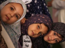الطفلة لينا وصديقاتها