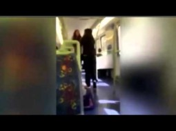 """بالفيديو.. شجار عنيف بين سيدتين بسبب """"الفيسبوك"""""""