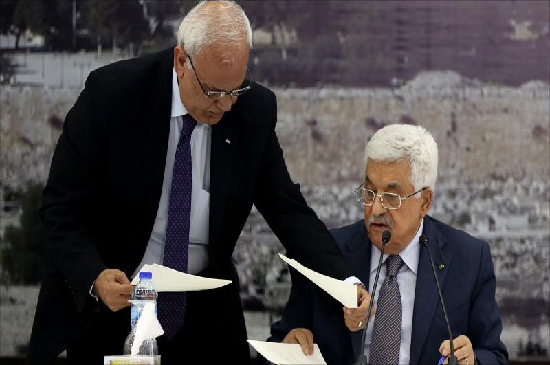 الرئيس الفلسطيني وصائب عريقات