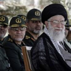 خامنئي وقادة الجيش الايراني