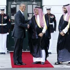 أوباما إلى جانب محمد بن نايف ومحمد بن سلمان