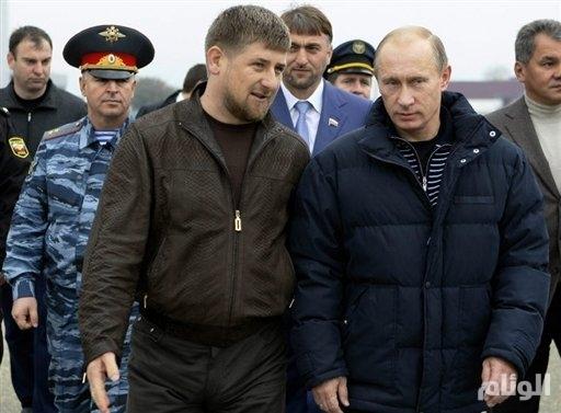 رئيس الشيشان إلى جانب بوتين