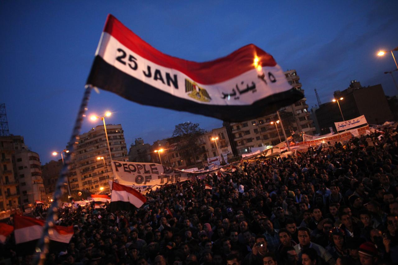 أطلق نشطاء سياسيون، دعوات مكثفة للاحتشاد في ميدان التحرير