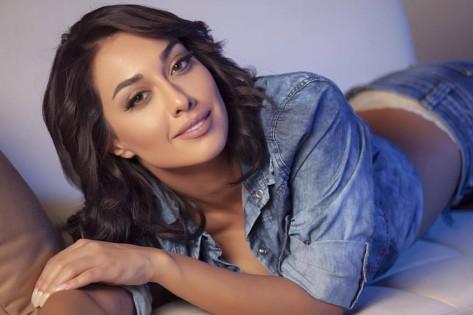 الممثلة الإيرانية صدف طاهريان