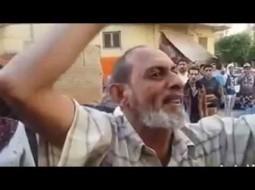 """بالفيديو.. ضابط مصري يطالب مواطن فقد ابنه بـ""""حلاوة الميت"""""""