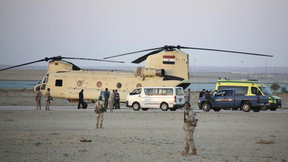طائرات مصرية تخلي ضحايا الطائرة الروسية