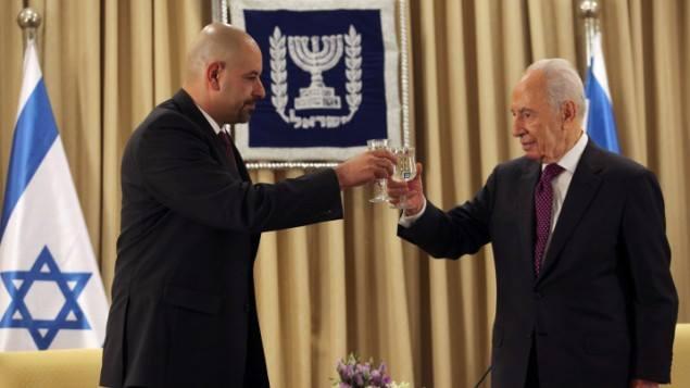 السفير الأردني وشمعون بيريس