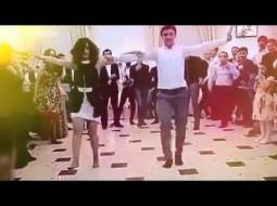 بالفيديو…فتيات مثيرات يشعلن إحدى حفلات الزفاف!