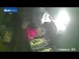 الفيديو… ممرضة تضرب بوحشية طفلة حديثة الولادة