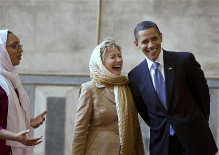 أوباما وكلينتون خلال زيارتهما مسجد السلطان حسن