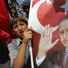 أطفال يحملون صورة أردوغان