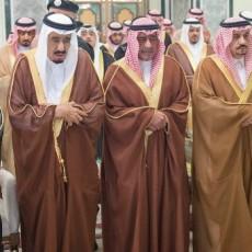 العاهل السعودي إلى جانب أمير الكويت