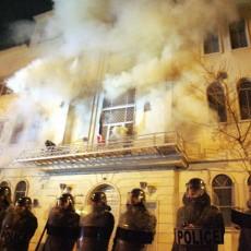 إيران وحرق السفارات