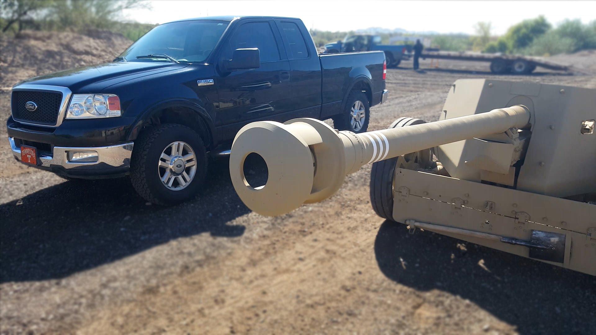 فيديو.. سيارة تتلقى قذيفة مدفعية إلا أنها لم تُدمر