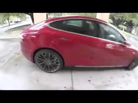الفيديو: سيارة تقود نفسها بمجرد استدعائها بالجوال!