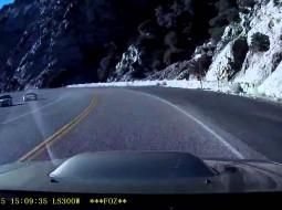 فيديو مرعب.. فقد السيطرة على سيارته فسقط من فوق جبل !