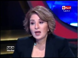 """بوسي بعد وفاة نور الشريف: لن اعترض على أداء ابنتي لمشاهد ساخنة """"فيديو"""""""