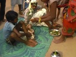 الفيديو… طفل في السابعة يتزوج من كلبة لسوء طالعه