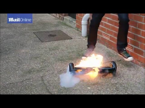 """الفيديو.. """"سكوتر آلي"""" يحترق عند استخدامه للمرة الأولى"""