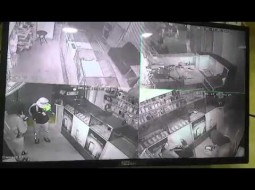 فيديو: لصان يسرقان محل في الأردن وكاميرات المراقبة ترصد كل تحركاتهم