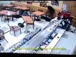 فيديو: شرطي بلباس مدني يقتل لصا ويعتقل آخر