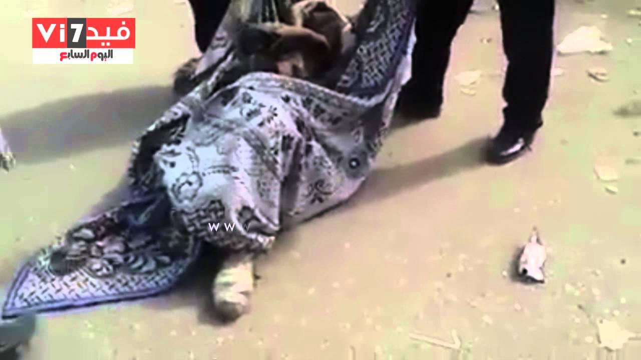 فيديو: في مصر.. سيادة العميد أمر فألقوا بالمريض العجوز في الشارع كشوال الزبالة