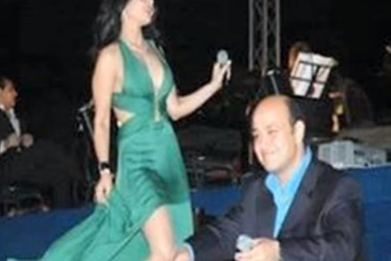 مرتضى منصور  ينشر صورا فاضحة  للإعلامي عمرو أديب 24