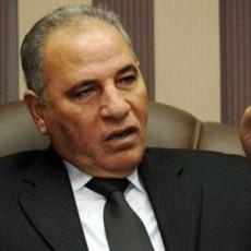 أحمد الزند يؤدي العمرة في الإمارات