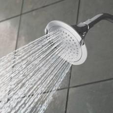 الإستحمام كثيرا قد لا يكون مفيدا