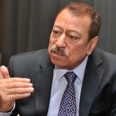 عبد الباري عطوان يقف مع الطغاة