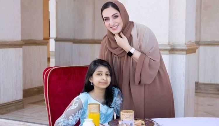 السيدة الجليلة تحقق حلم محاربة السرطان الفتاة العمانية