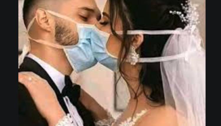 مصري يصور ليلة الدخلة أمام الأصدقاء في حفل زفاف وقح