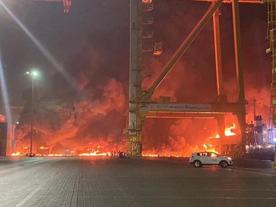 دبي تحترق إنفجار في جبل علي