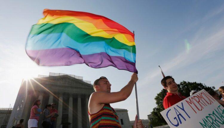 علم الشواذ المثليين على العملة
