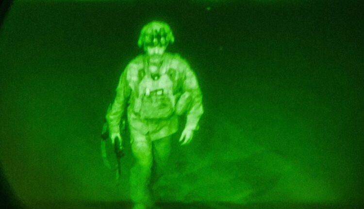 آخر جندي أمريكي غادر أفغانستان
